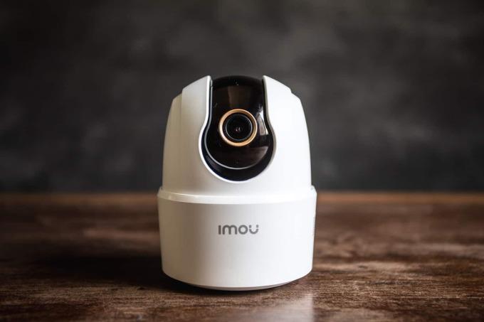 Camera IP Wi-Fi Imou hình cầu Ranger 2C IPC-TA22CP-B giảm 48% còn 551.250 đồng (giá gốc 1,056 triệu đồng); xoay 360 độ; phát hiện con người, âm thanh lạ; tích hợp còi hú; theo dõi chuyển động. Ống kính cố định 3,6 mm; hồng ngoại 10 m; hỗ trợ thẻ nhớ microSD 256G; nguồn 5V DC...